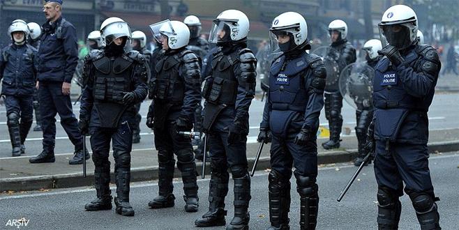 Paris'te polis ve jandarma alarma geçirildi
