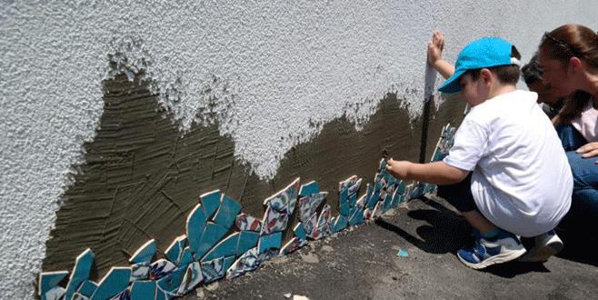 Parkın duvarını çocuklar süsledi