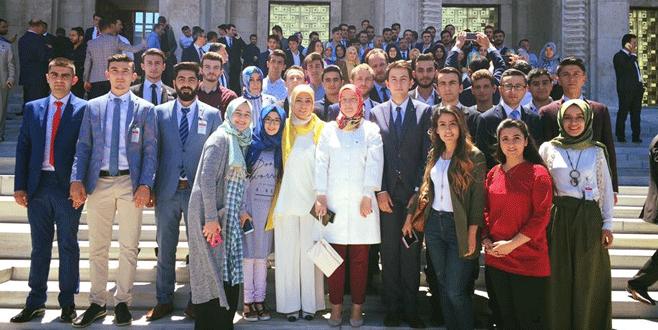AK Parti'li gençlerden TBMM'ye çıkarma