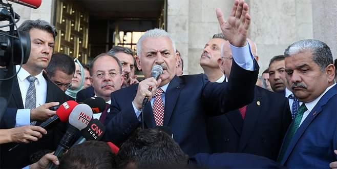 Başbakan Yıldırım vatandaşları Kızılay Meydanı'na davet etti