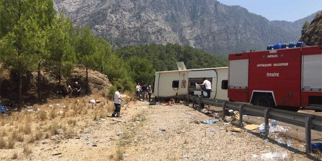 Tur otobüsü devrildi: 5 ölü, 21 yaralı