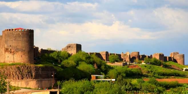 Diyarbakır'da iki kaymakam açığa alındı