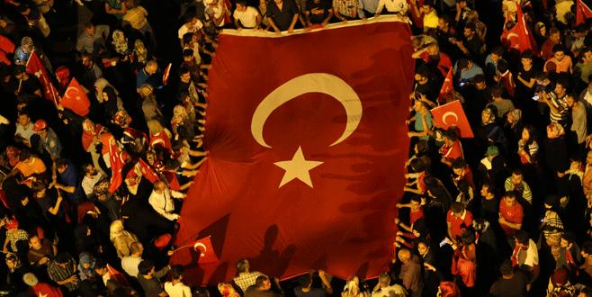 Bursa'da demokrasi nöbeti devam ediyor