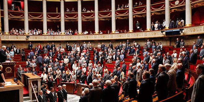 Fransa'da OHAL 6 ay uzatıldı