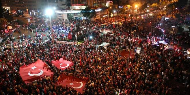 Bursa'da on binlerce kişi 'Demokrasi Meydanı'nda