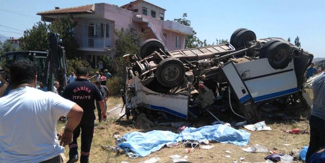 Manisa'da facia: 6 ölü, 15 yaralı