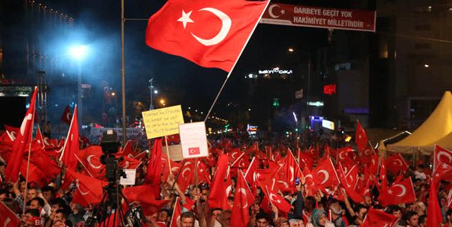 Bursa'da 'demokrasi nöbeti' devam ediyor