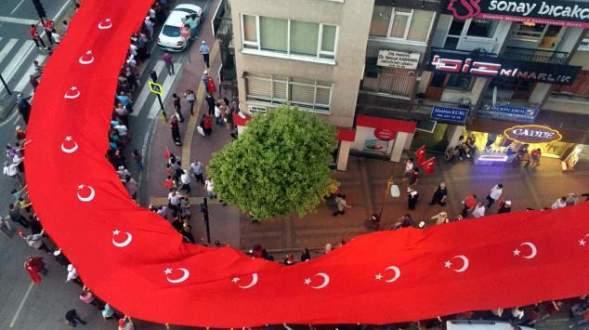 '1919 metrelik bayrağın altında 20 bin kişi'