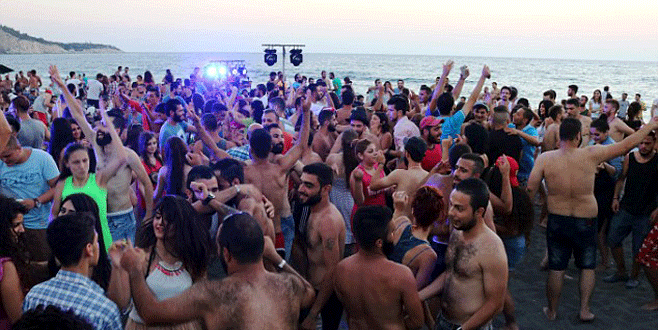 Suriyelilerin plaj keyfi