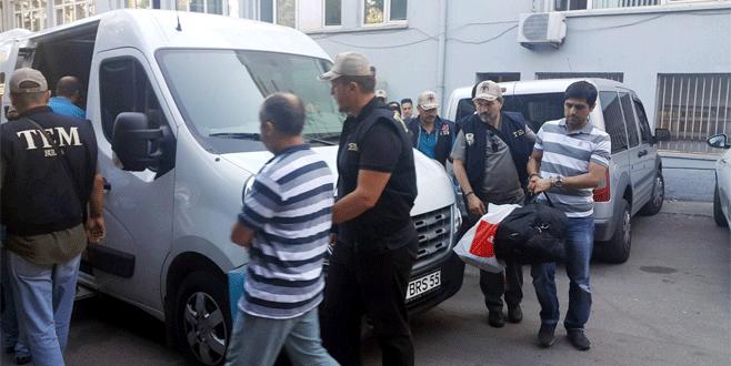 Bursa'da gözaltına alınan 19 polis adliyeye çıkartıldı