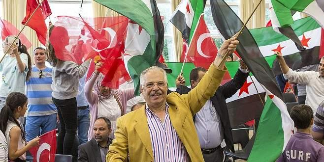 İngiltere'deki Türkler ve Suriyeliler'den kutlama