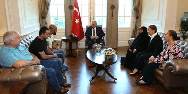 Darbeye direnen vatandaşlar Başbakan ile buluştu