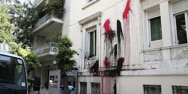 Türkiye'nin Atina Büyükelçiliği'ne boyalı saldırı