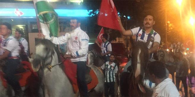 Bursa'da cirit atları demokrasi için yürüdü
