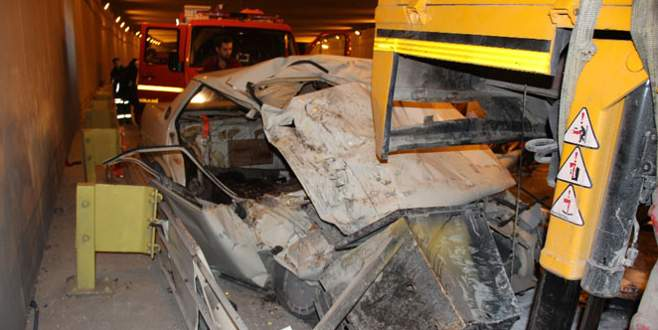 Otomobil vince çarptı: 1 ölü, 3 yaralı
