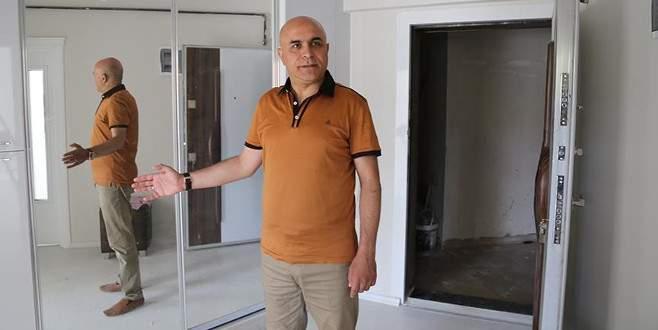 Erzurum'da iki şehidin ailelerine ev hediye edildi