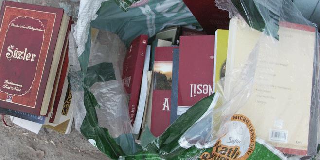 Bursa'da Gülen'in kitapları çöpte bulundu