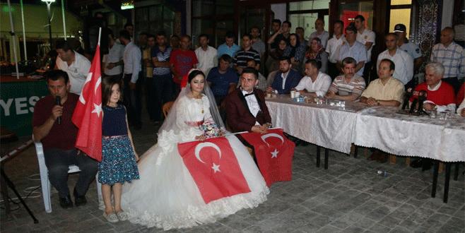Düğünden sonra 'demokrasi nöbeti'ne katıldılar