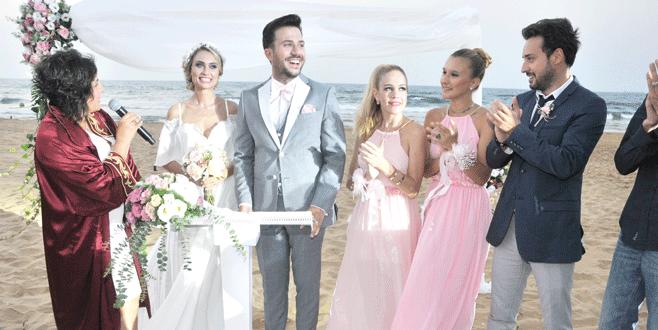 Plajda evlendiler