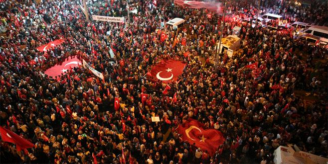 Demokrasi Meydanı'nda nöbet devam ediyor