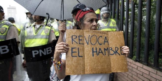 Muhalefetten Maduro'yu devirmek için ilk adım