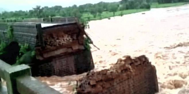 Köprü çöktü: 22 kişi kayıp