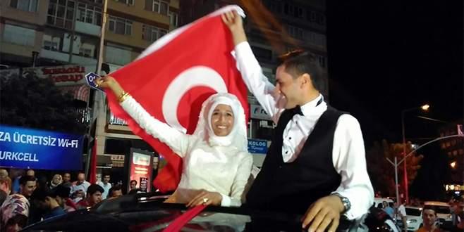 Önce demokrasi nöbeti, sonra nikah!