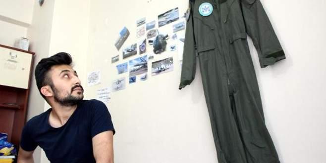 FETÖ'nün pilotluk hayalini yıktığı öğrencinin uçuş tulumu başucunda