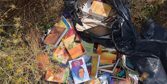 Bursa'da FETÖ'nün kitapları çöpe atılmaya devam ediyor
