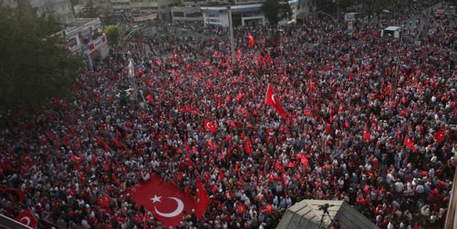 65 bin kişi Bursa Demokrasi Meydanı'nda buluştu