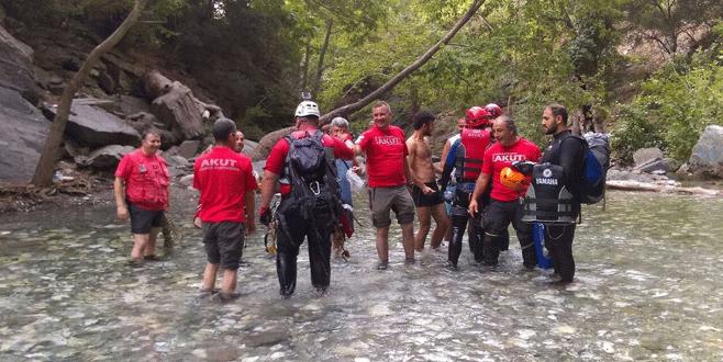 Kanyondaki gençleri Bursalı ekip kurtardı