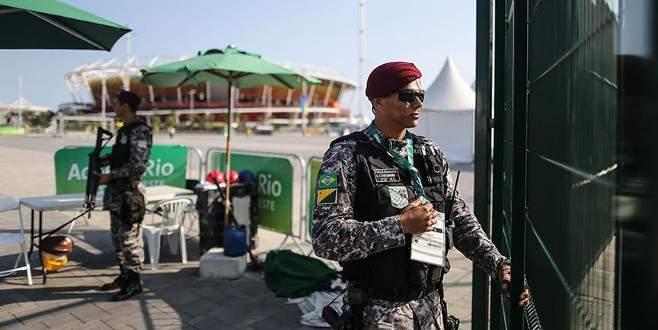 Rio de Janeiro'da otobüse yapılan saldırıda 3 gazeteci yaralandı