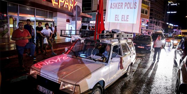 Bursa'daki demokrasi mitinginin 'teknolojik Kartal'ı