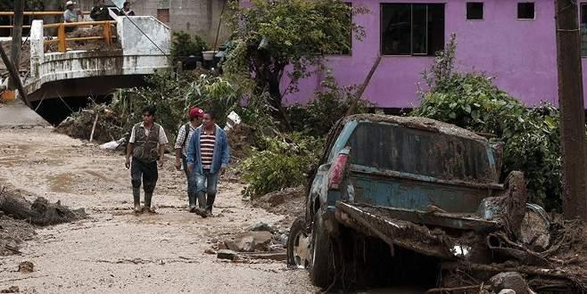 Meksika tropikal fırtınanın etkisi altında