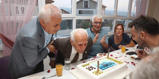 101 yıldır hiç ilaç kullanmadı, yeni yaşını pastayla kutladı