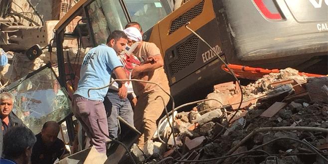 Bursa'da makine operatörünün üzerine beton blok düştü