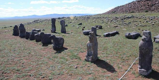 Moğolistan'da arkeolojik kazılarda eski Türklerin taş heykelleri bulundu