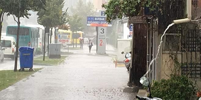 Bursa'da yağmur zor anlar yaşattı!