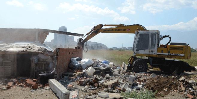 Kaçak hayvan satış yerleri yıkıldı
