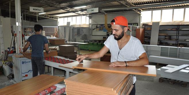 Üniversite mobilyalarını öğrenciler üretiyor