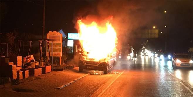 Bursa'da işçi dolu servis alev alev yandı!