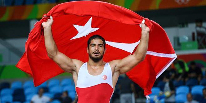 Rio'da ilk altın madalya Taha'dan