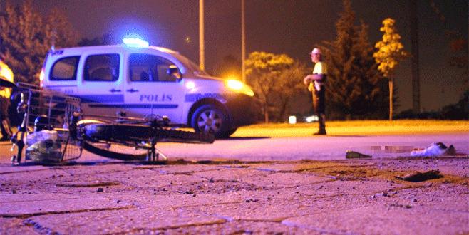 Kamyonetin üzerinden geçtiği bisikletli hayatını kaybetti