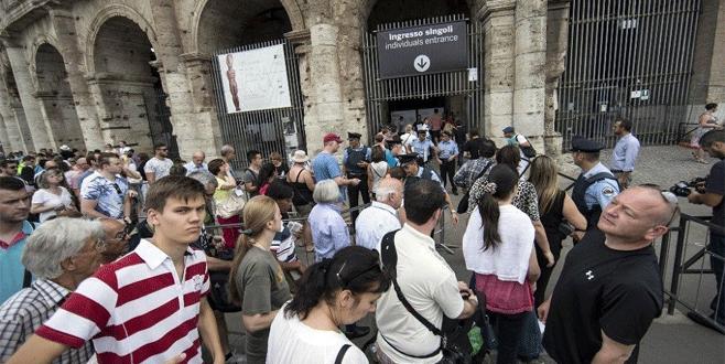 İtalya gençlere 500 Euro verecek