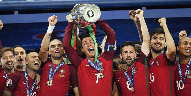 Ronaldo Avrupa'da yılın futbolcusu seçildi