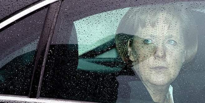 Merkel'in konvoyunda şüpheli araç