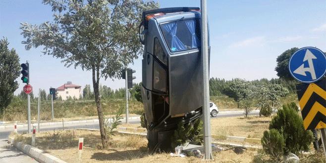Görenleri şaşırtan trafik kazası