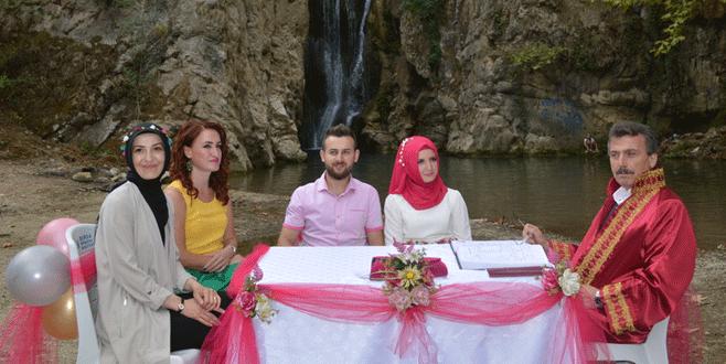 Bursa'da tanıştıkları şelalede nikahları kıyıldı