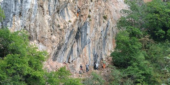 Oylat dağcıların akınına uğruyor