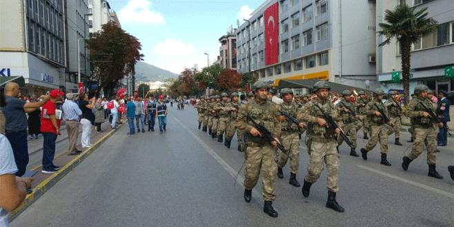 Bursa'da 30 Ağustos kutlamalarında askere büyük ilgi